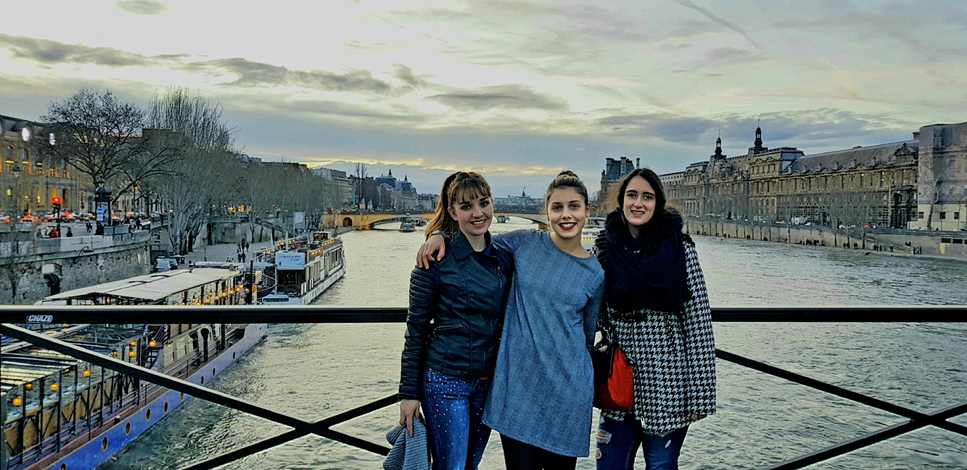 """Parigi, tre ragazze e la """"Vie en rose"""""""
